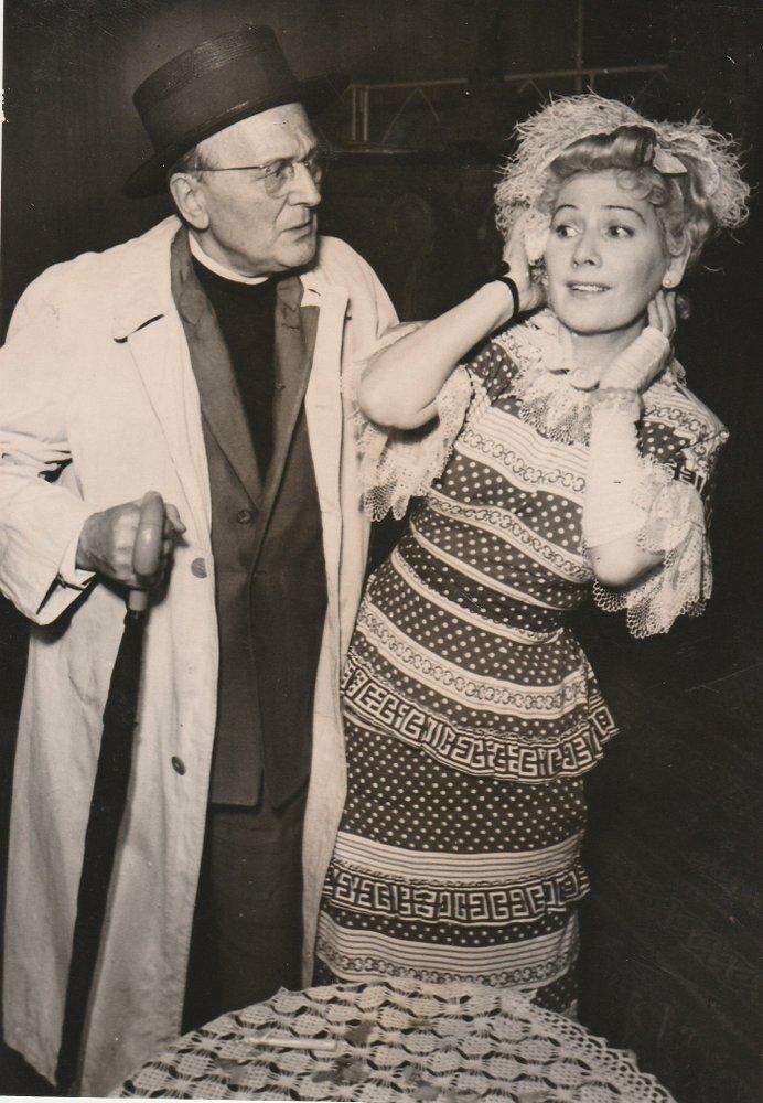 Szenenfoto PAUL BILDT und Blandine Ebinger in Der steinerne Engel Autograph 1951